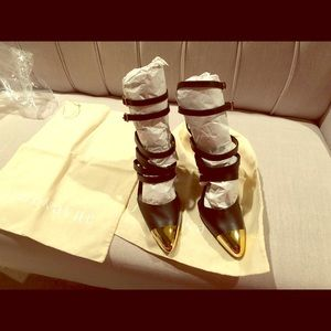 Size 6 strapping cap-toe Black Multi strap sandal
